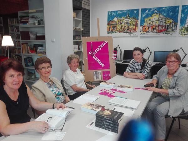 Na zakończenie wakacji w Gminnej Bibliotece w Pacanowie odbyło się spotkanie Dyskusyjnego Klubu Książki